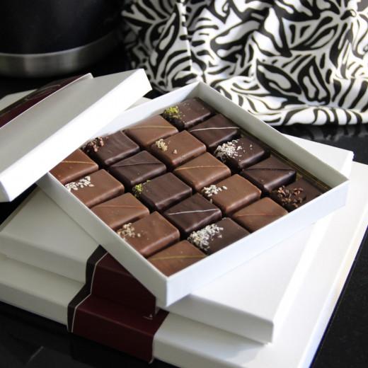 Coffrets de chocolats pralinés ouverts