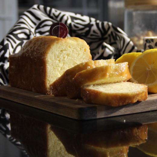 cake au citron découpé en tranche
