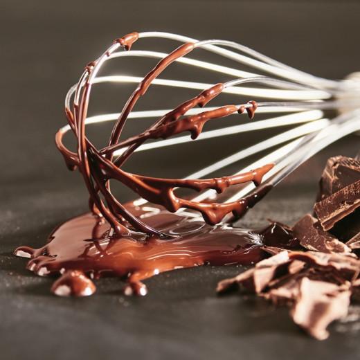 Fouet plein de chocolat