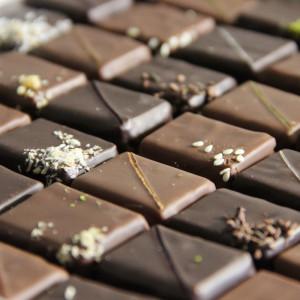 assortiment de bonbons chocolats pralinés