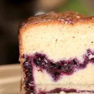 cake aux myrtilles découpé